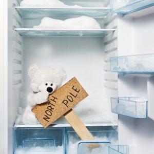 Как разморозить холодильник быстро и правильно: ТОП-5 простых способов удаления льда