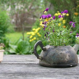 Поделки для огорода: как сделать полезные и декоративные вещи для придомовых участков, садов и огородов (105 фото)