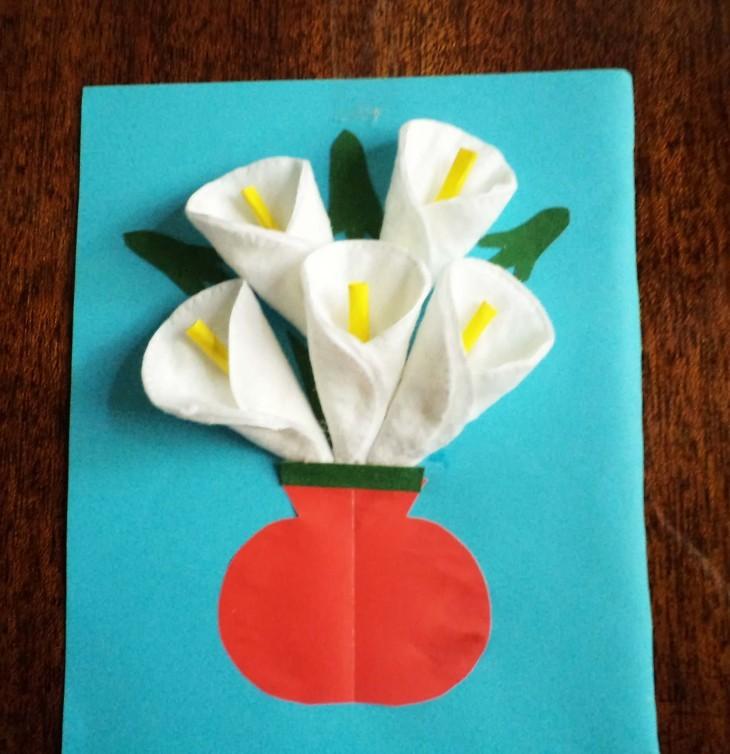 Праздничная открытка из ватных дисков